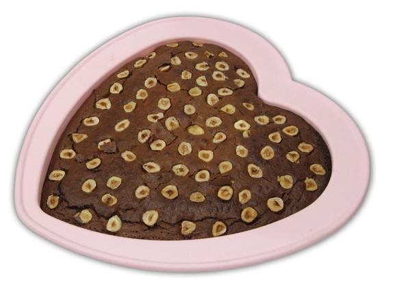 תמונה של עוגת שוקולד נוגט ואגוזי לוז
