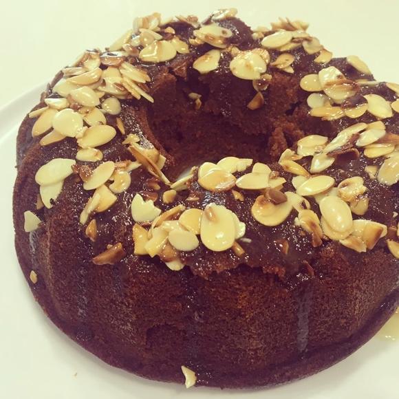תמונה של עוגת דבש לחה ועסיסית
