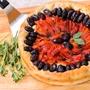 תמונה של עוגת פיצת עגבניות ופלפלים קלויים