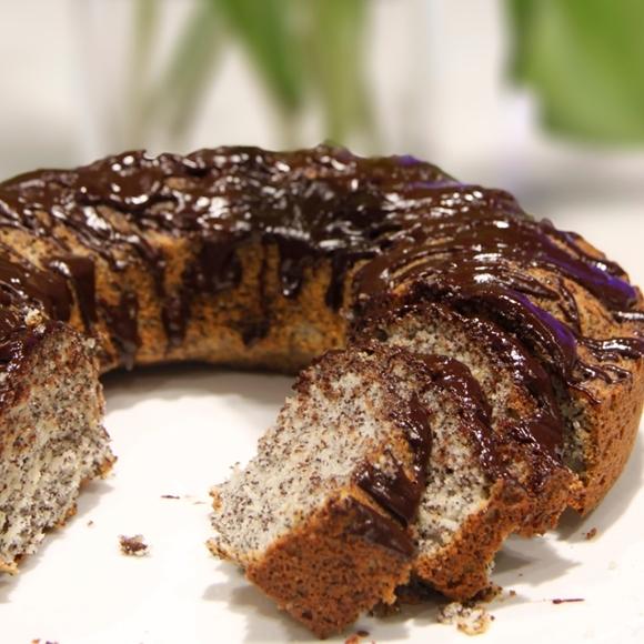תמונה של עוגת פרג בציפוי שוקולד